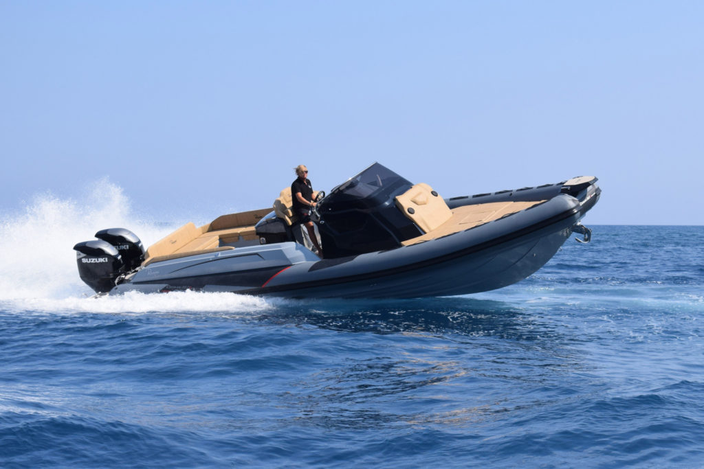 Cayman 38 Executive Trofeo navigazione