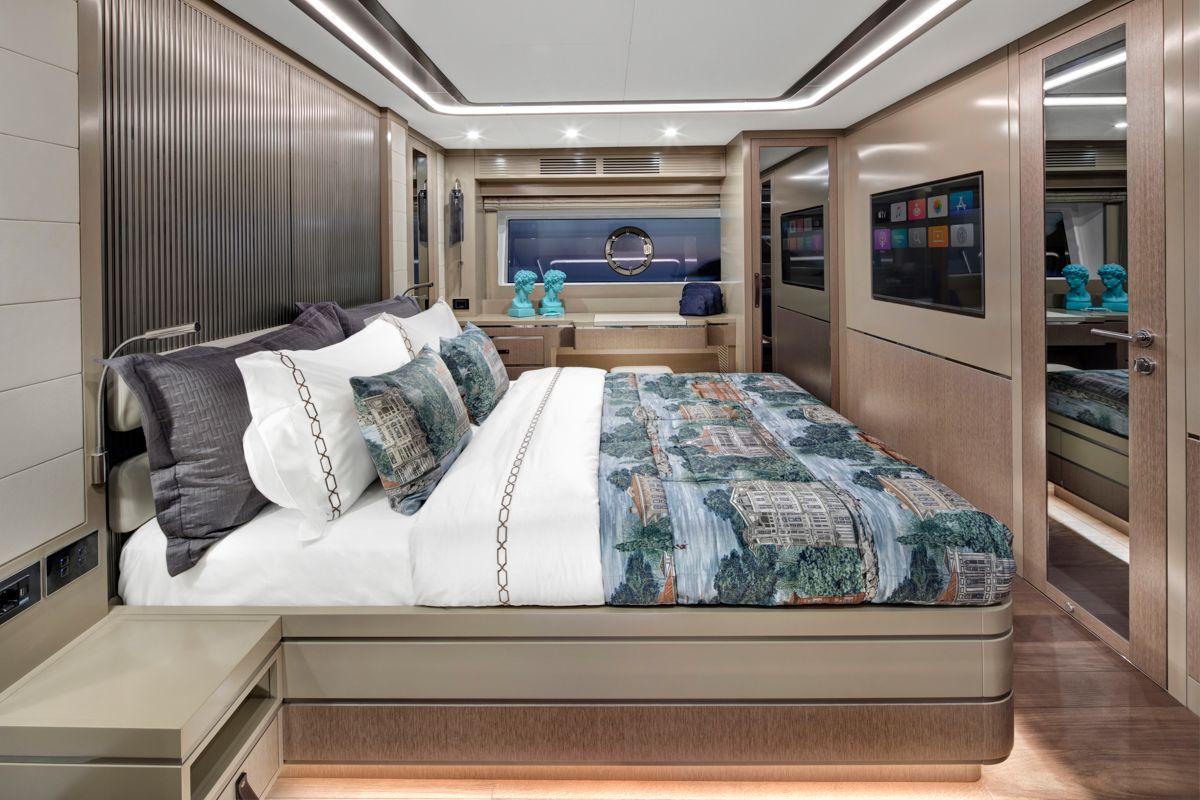 Sirena Yacht 68 master cabin